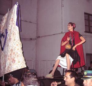 A Santa Bebiana no seu andor, ao ir encontrar-se com o São Martinho (foto da organização das festas - 2010)